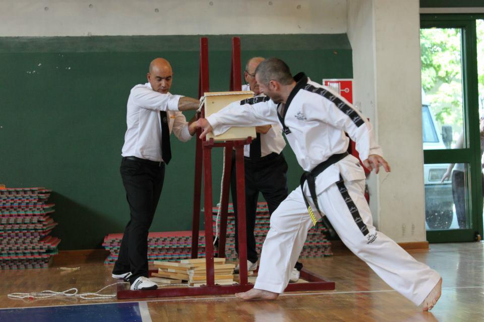 Master Svendsen - Knusing knivhånd